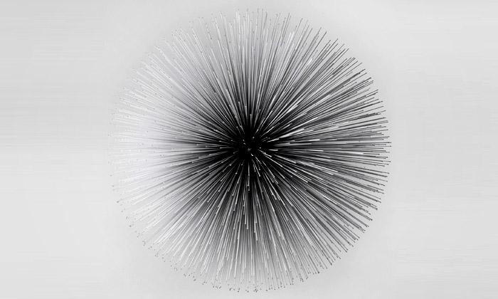 Byoungho Kim modeluje kosmické kovové objekty