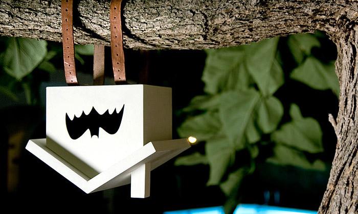 Budku pro netopýry odEstres zavěsíte hlavou dolů