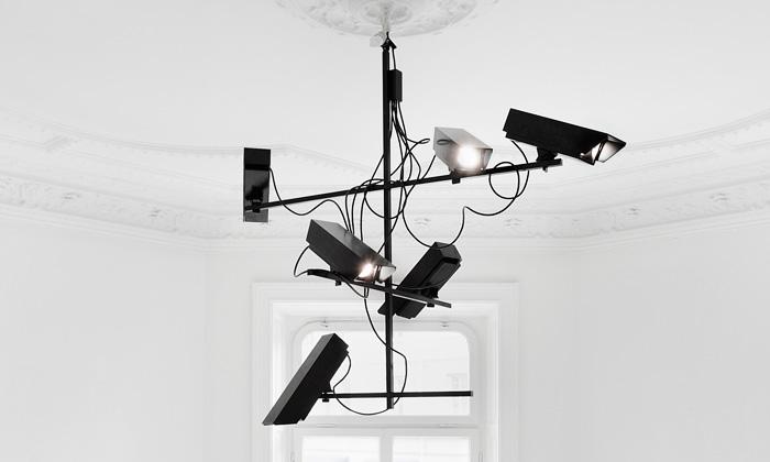 Humans Since 1982 navrhli lustr svítící kamerami