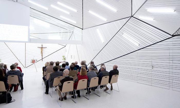 Linec má nový geometrický kostel odX Architekten