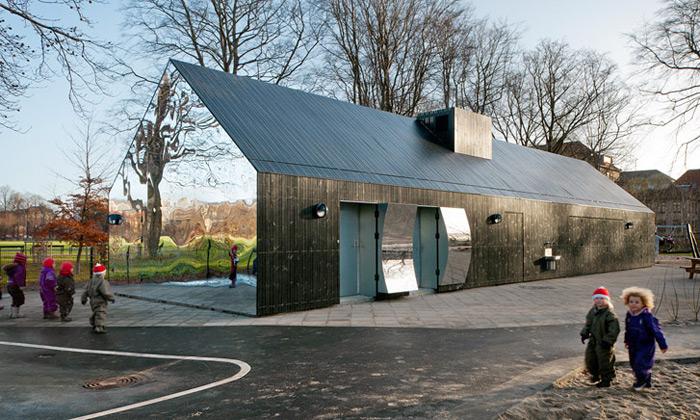 Kodaň postavila mateřskou školu pokrytou zrcadly
