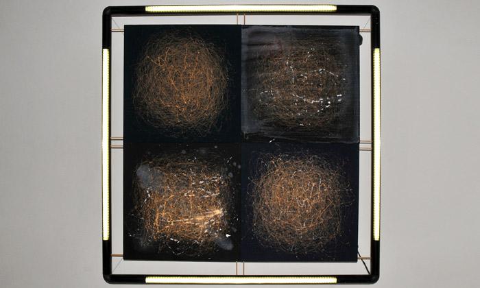 Patrik Hábl vystavil temnou abstrakci Zčista černa