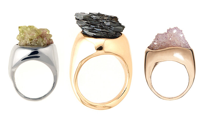 Cosa Fina vytváří prsteny ze surových drahokamů