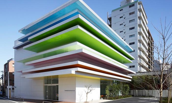 Tokijská banka Shimura dostala svěží duhové barvy