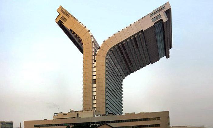 Victor Enrich dává nudné architektuře snivé tvary