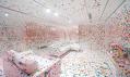 Yayoi Kusama a její pokoj The Obliteration Room v Queensland Art Gallery
