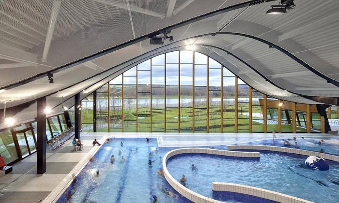 Předměstí Paříže má vlnité centrum vodních sportů