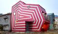 Dům stvarem ibarvami lízátka odMoon Hoon vGiheung-gu vJižní Koreji