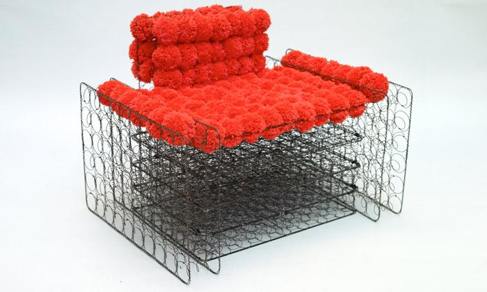 Dejana Kabiljo navrhla sedačky zpružin matrací