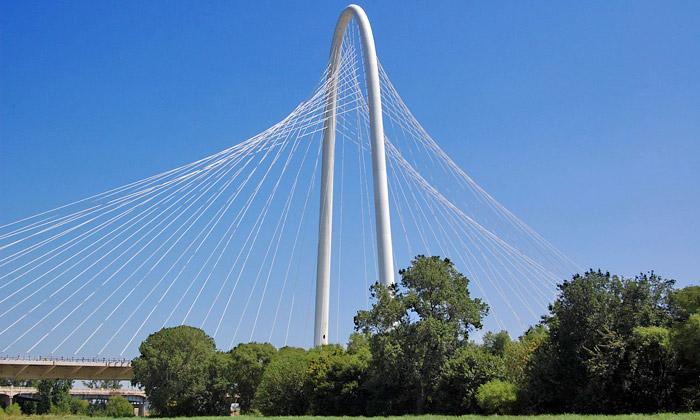 Calatrava postavil Dallasu pozoruhodný lanový most