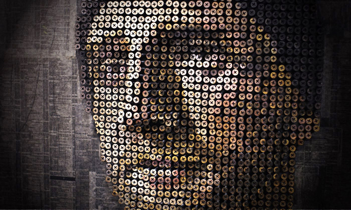 Andrew Myers montuje plastické portréty ze šroubů