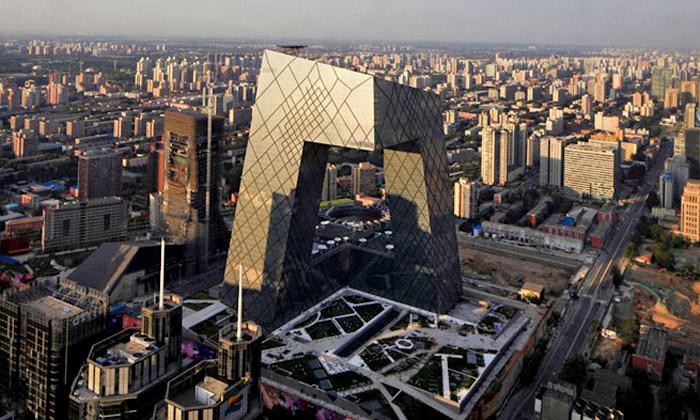 Peking dokončil smyčkový mrakodrap CCTV odOMA
