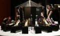Ukázka z výstavy Christian Louboutin v londýnském Design Museum