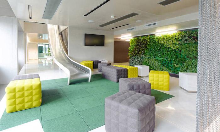 Microsoft má veVídni nové kanceláře seskluzavkou