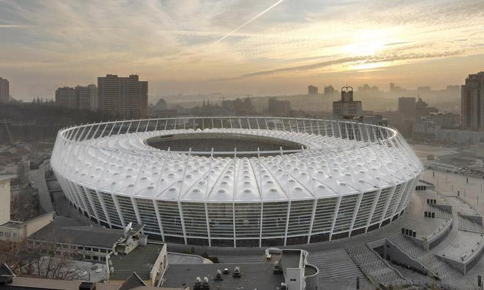 Staronový olympijský stadion vKyjevě má korunu