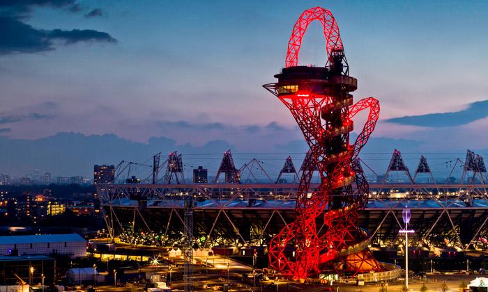 Věž ArcelorMittal Orbit atrakcí olympijského parku