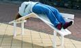 Jeppe Hain ajeho nezvyklé dekonstruované sociální lavičky