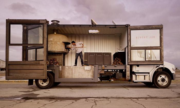 Amerikou projíždí mobilní pizzerie specí Del Popolo