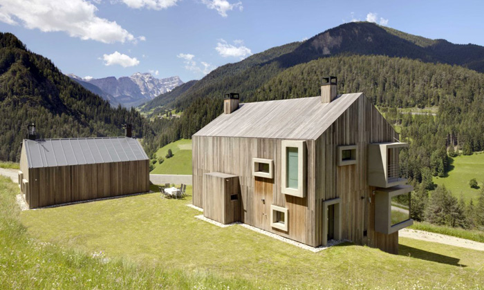 Nedaleko Bolzana stojí moderní usedlost ze dřeva