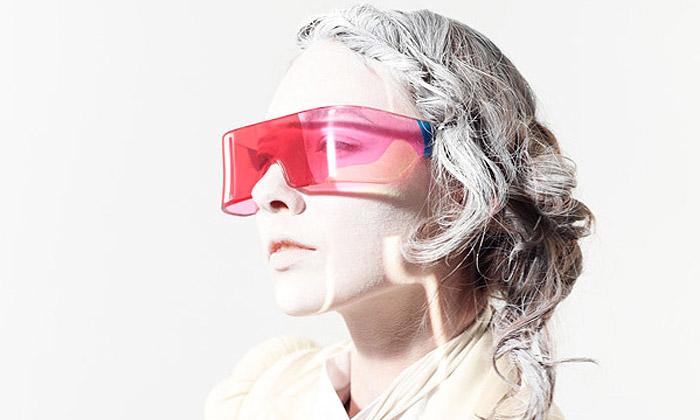 Mikiya Kobayashi navrhl barevně potištěné brýle