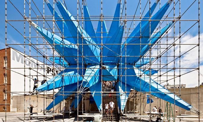 MoMA PS1 má nanádvoří obří eko strukturu Wendy