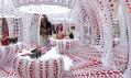 Butik značky Louis Vuitton se zbožím od Yayoi Kusama v Selfridges