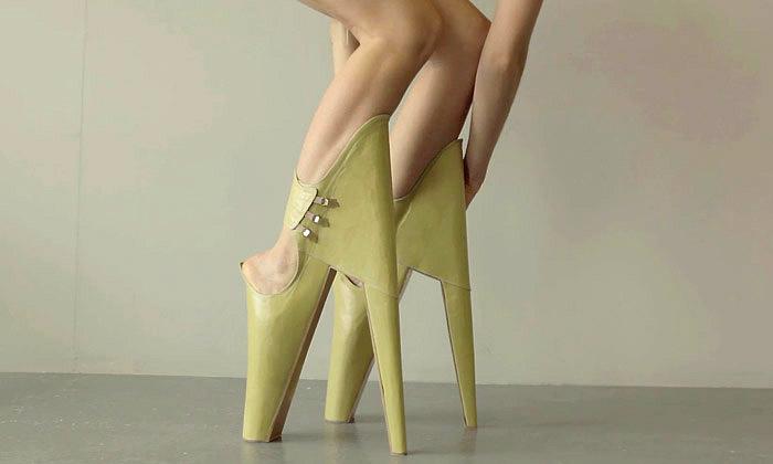 Scary Beautiful jsou děsivé boty připomínající chůdy