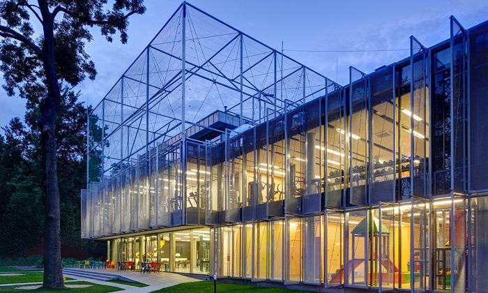 Polsko postavilo sportovní centrum namístě továrny