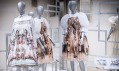Ukázka z výstavy Fashion Road: Dialogue Across Boarders
