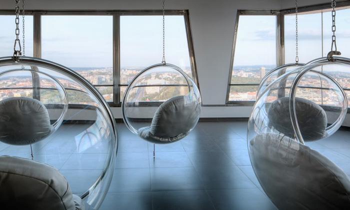 Žižkovská věž dostala sci-fi interiér anově má hotel