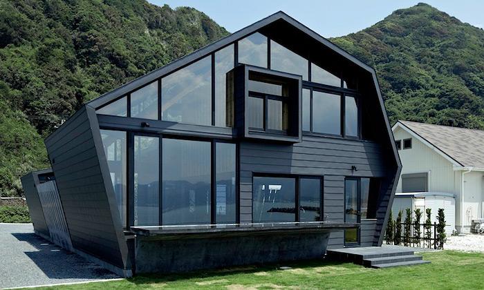 Černá japonská vila SSK propojuje hory aoceán
