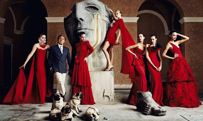 Valentino vystavuje 130 šatů pro světové celebrity