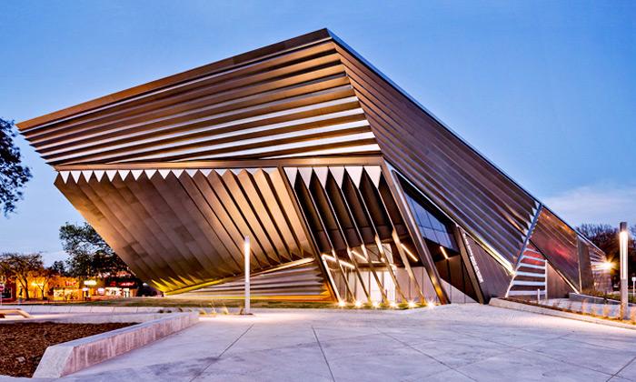 Zaha Hadid postavila kosmické Broad Art Museum