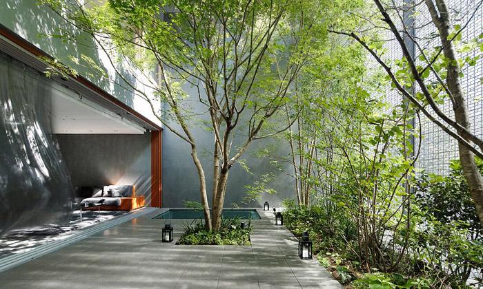 Dům vHirošimě má fasádu zluxfer ivlastní zahradu