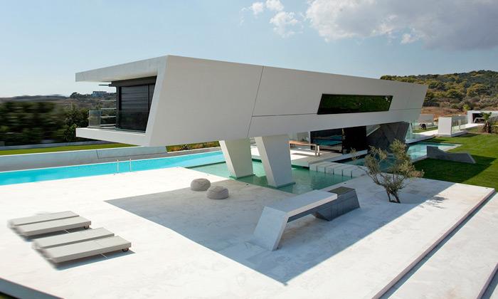 Minimalistická rezidence uAtén připomíná jachtu