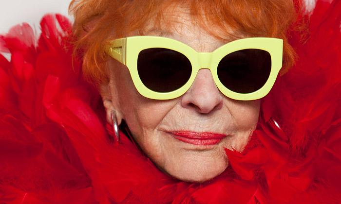 Karen Walker nafotila brýle Forever nababičkách