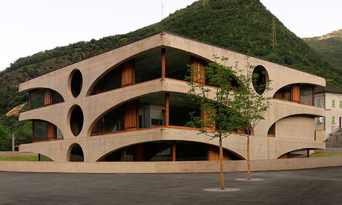 Švýcarské Grono postavilo netradiční budovu školy