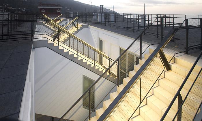 Tenerife má nový bytový dům propletený schodišti