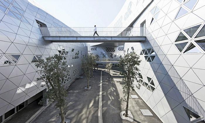 Montpellier má futuristické gymnázium odFuksas