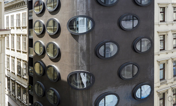 Futuristický hotel Topazz má interiér vretro stylu