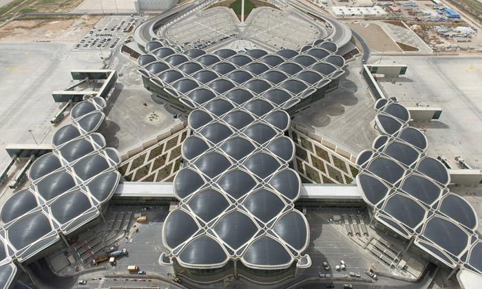 Foster otevřel vAmmánu letiště sbublající střechou