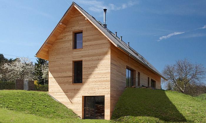 V Českém ráji vyrostl jednoduchý dřevěný dvojdům