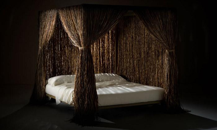 Edra uvádí postele vlasaté izbité zdřevěných latí