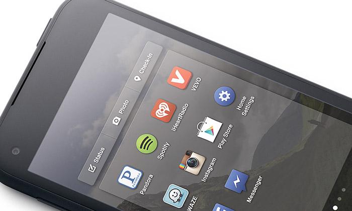 Facebook představil svůj první mobil HTC First