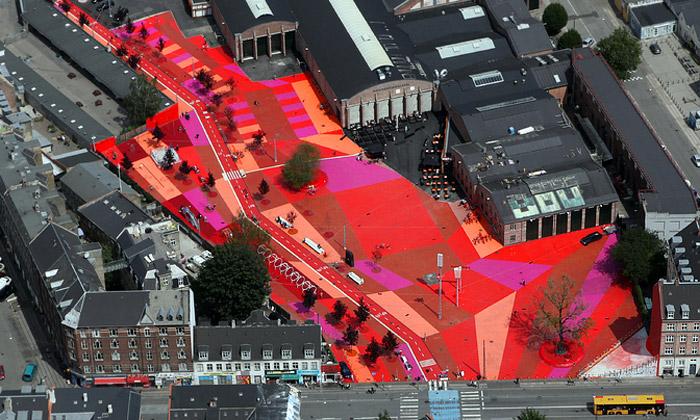 Kodaň má nové unikátní zábavní náměstí Superkilen