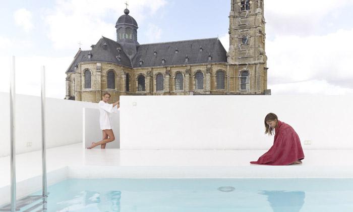 Belgický dům má panoramatický bazén nastřeše