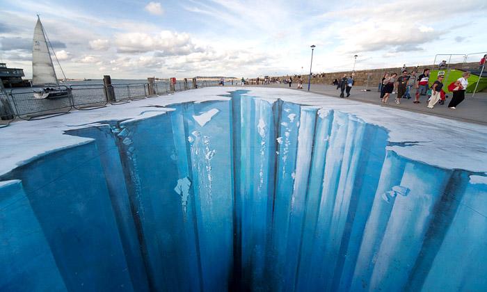 Německý pouliční výtvarník mate diváky 3D iluzemi