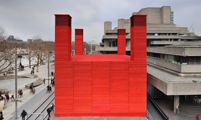 Londýn postavil červenou scénu Národního divadla