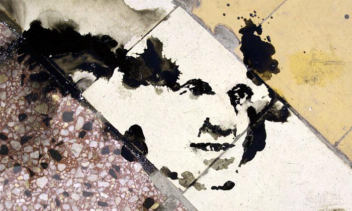 Český výtvarník maluje lidské tváře jen ze skvrn