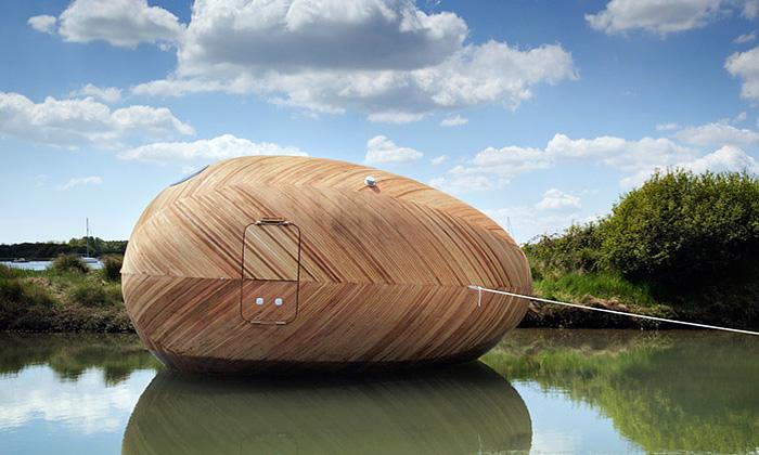 Obytné dřevěné vejce Exbury Egg kotví vBritánii